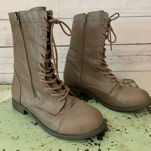 Rampage 8.5 womens tan lace up granny combat boots